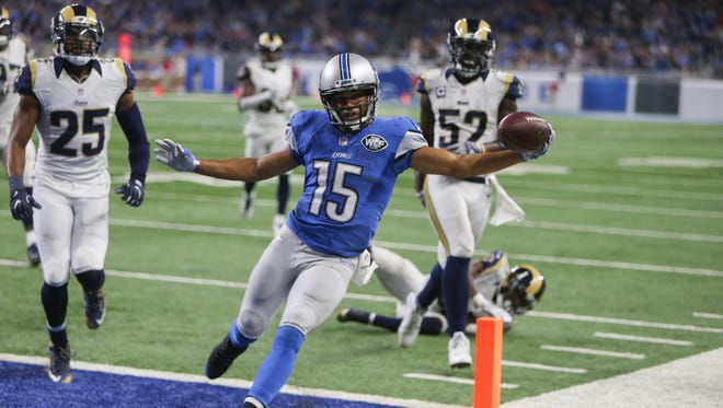 Lions receiver Golden Tate scored a touchdown Sunday, then grabbed a cheerleader's pom-poms and launched into an impromptu routine.