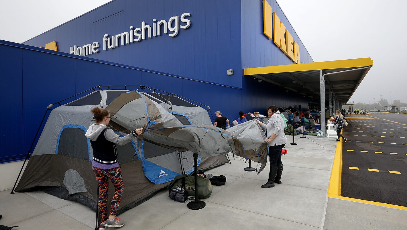 there are already people waiting in line for fishers ikea. Black Bedroom Furniture Sets. Home Design Ideas