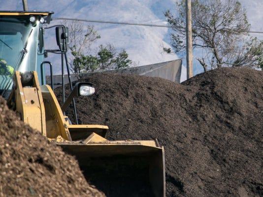 636529590999493180-Agromin-compost.jpg