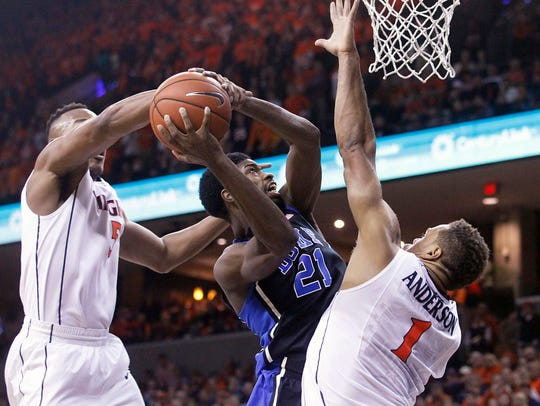 Duke forward Amile Jefferson (21) is fouled by Virginia