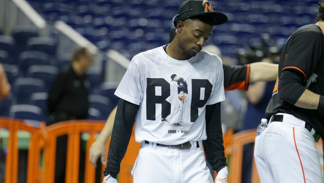 Miami Marlins second baseman Dee Gordon wears a T-shirt reading RIP in honor of pitcher Jose Fernandez during batting practice before a baseball game against the New York Mets, Monday, Sept. 26, 2016, in Miami. Fernandez was killed in a boating accident early Sunday.