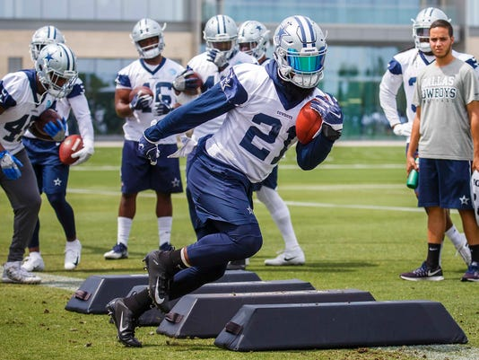 Cowboys  Ezekiel Elliott seeks to join chorus of team leaders 0446e8722
