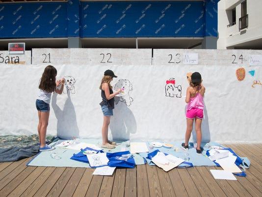 News: Beach Mural