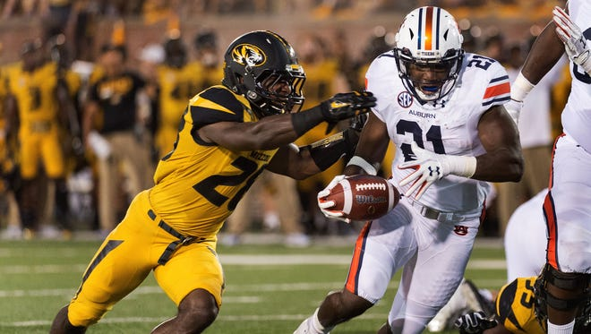 Auburn running back Kerryon Johnson, right, runs past Missouri's Logan Cheadle, left, as he scores a touchdown during the second quarter of an NCAA college football game Saturday, Sept. 23, 2017, in Columbia, Mo. (AP Photo/L.G. Patterson)