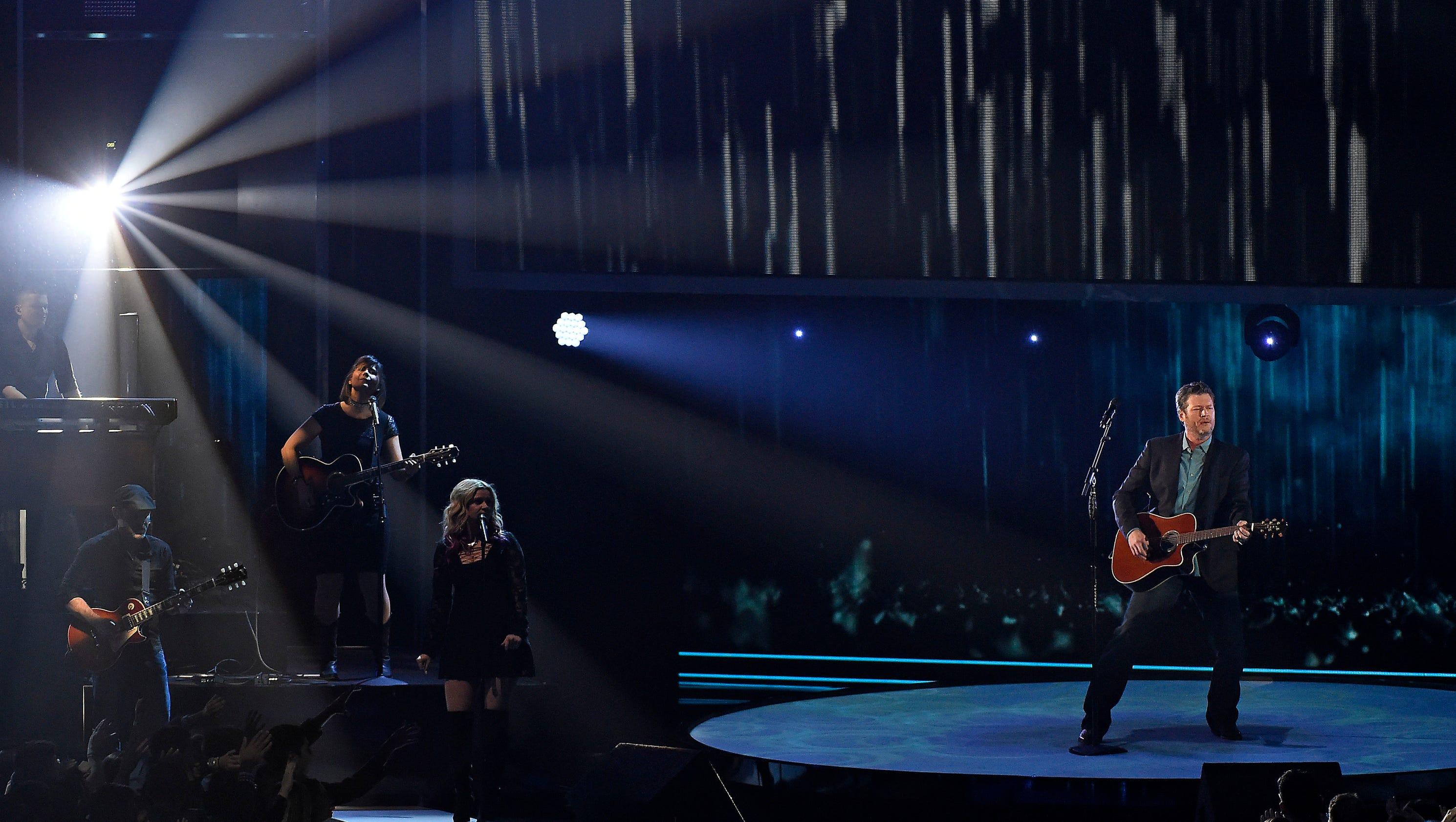 Blake Shelton has historic win at People's Choice Awards