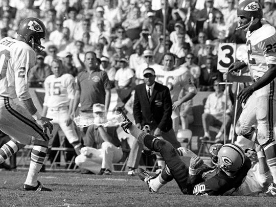Green Bay Packers tight end Marv Fleming catches a pass against Kansas City Chiefs cornerback Willie Mitchell (22) during the NFL-AFL Championship Game (Super Bowl I) at the Los Angeles Memorial Coliseum on Jan. 15, 1967. Chiefs safety Bobby Hunt (20) is at left. The Packers won 35-10.