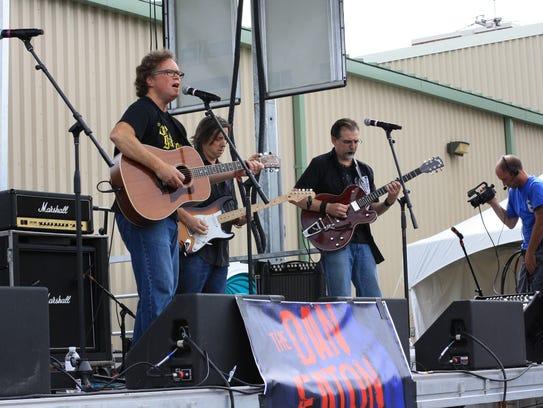 The Dan Eaton Band celebrates Eaton's new solo CD at