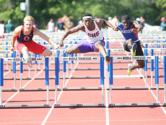 Clarksville High Jamire Thompson (center) competes