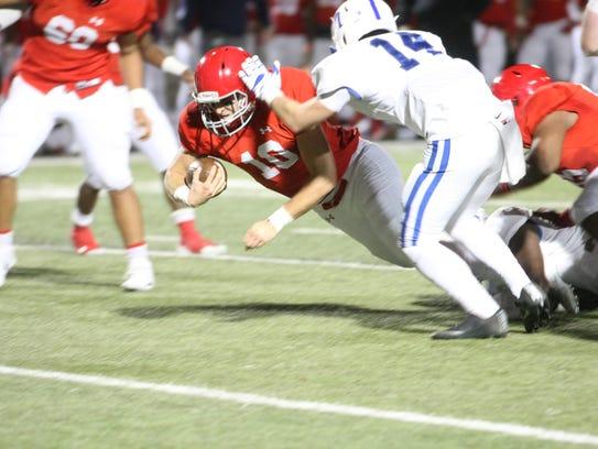 Brentwood Academy quarterback Gavin Schoenwald dives