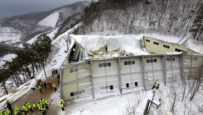 A general view shows the scene of a collapsed building at the Mauna Ocean Resort in Gyeongju, in South Korea's south eastern Gyeongsang Province, on February 18, 2014.