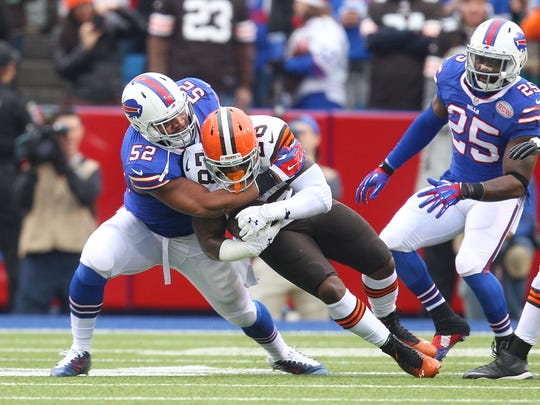 Bills Preston Brown (52) makes the tackle on Browns RB Terrance West (28).