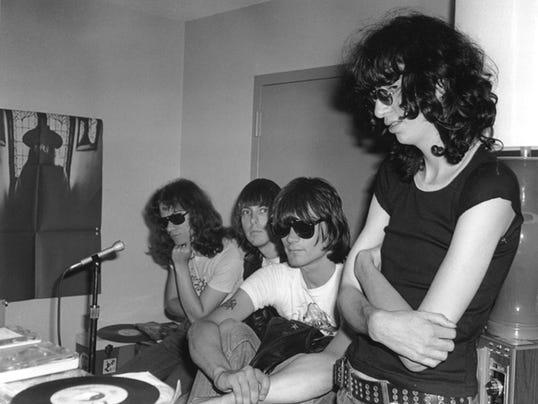 Joey Ramone Hijos: Last Ramones Member Tommy Dies At 62