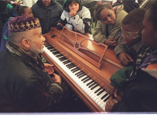 2/28/96 Ñ Harold McKinney speaks to school children after his quartet's performance at Focus:HOPE in Detroit. The musicians demonstrated various rhythms and melodies and talked about the African roots in jazz.