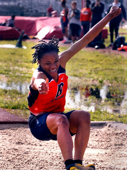 636602134176581647-26-Girls-track-and-field.JPG
