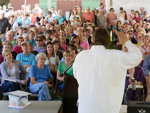 A large audience looks on as Rick Bragg speaks during