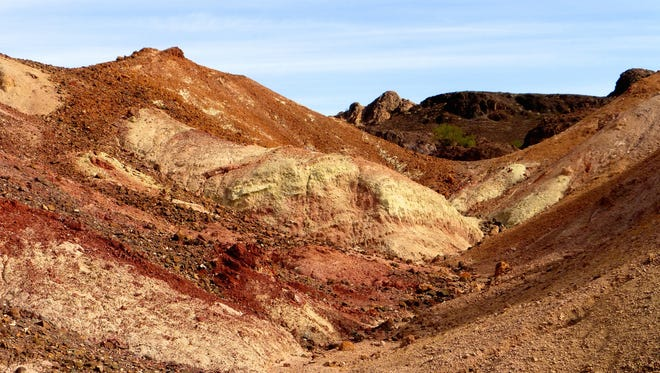 The Painted Desert Trail makes a short loop through the colorful terrain of the Imperial National Wildlife Refuge.