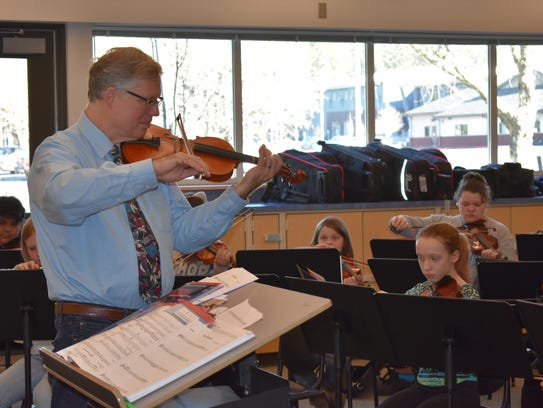 Stan Yantis teaches the new orchestra class at Hawkins