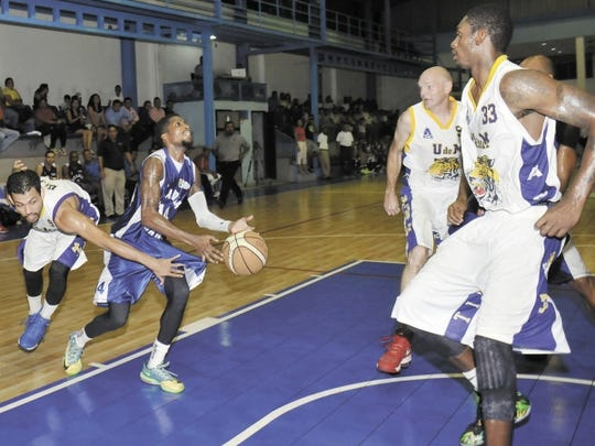 Kieon Arkwright in action with the Alcaldia Managua Lions .