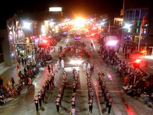 635521748488410274-APC-Appleton-Christmas-Parade-112613wag-0536