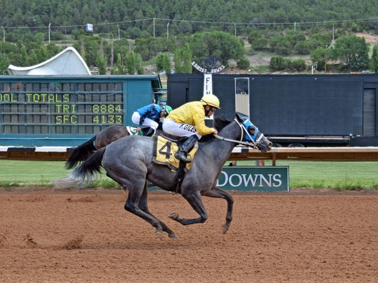 In the five-furlong Turquoise Stakes for two-year-old fillies,Sheza Snowball, the daughter of Southwestern Heat hopped at the start and made an impressive run to get up and win by one-half length.