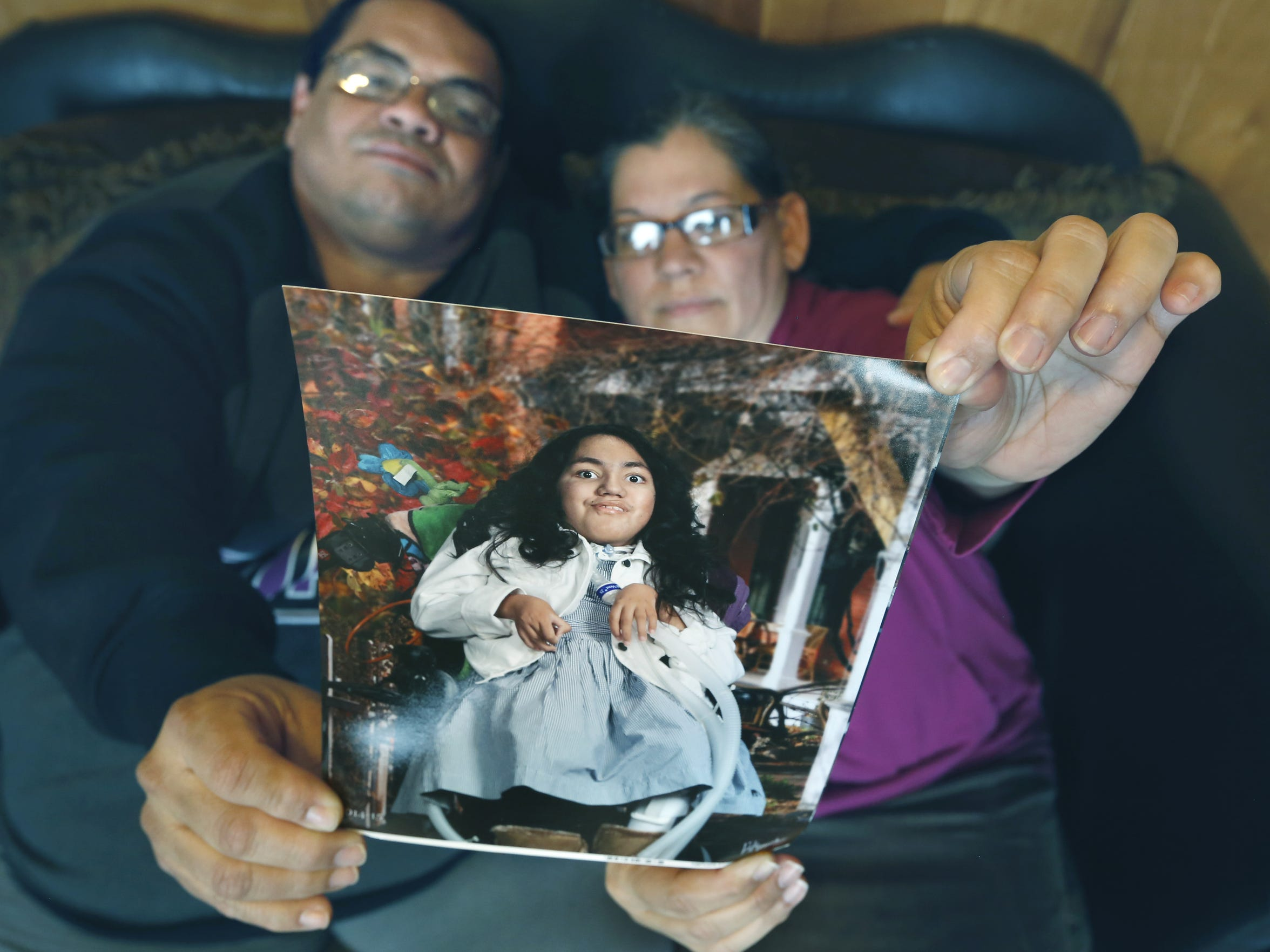 Elysoyn Lopez, left, and Patricia Rosario hold a picture