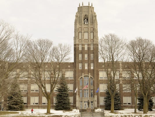 635986598138714165-Manitowoc-Lincoln-High-School-Winter.jpg