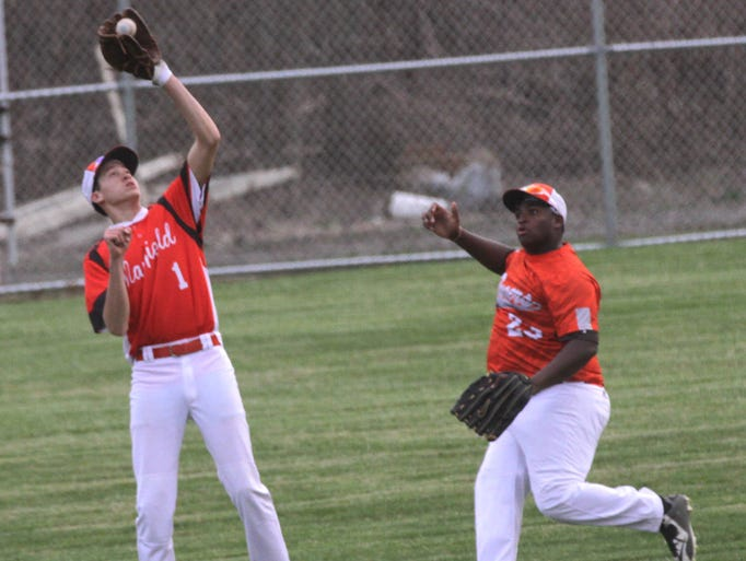 Mansfield Senior's Breyon Mills catches a fly out ball