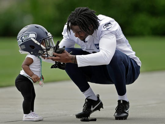Seahawks rookie cornerback Tre Flowers puts his helmet