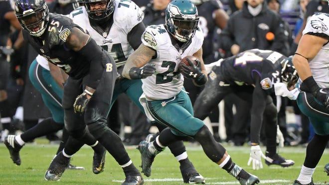 Dec 18, 2016; Baltimore, MD, USA; Philadelphia Eagles running back Ryan Matthews (24) runs the ball against the Baltimore Ravens at M&T Bank Stadium. Mandatory Credit: Mitch Stringer-USA TODAY Sports