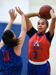 Lariah Washington looks for an open teammate while