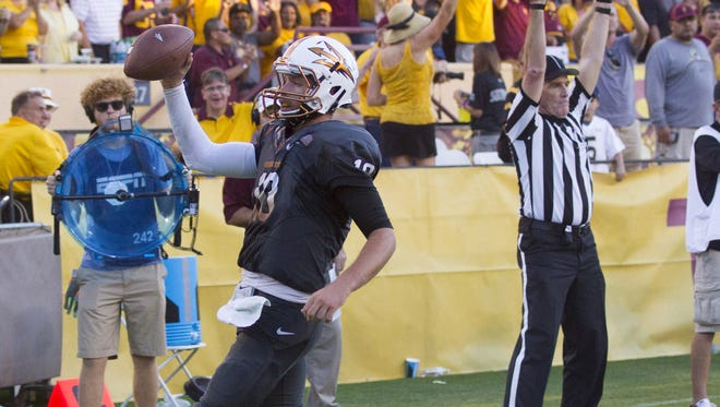 ASU QB #10 Taylor Kelly runs in for a touchdown during the 4th quarter of a football game against Notre Dame at Sun Devil Stadium in Tempe, AZ, on November 8, 2014.