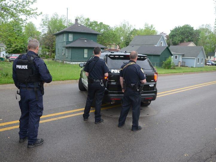 Battle Creek police waited behind 128 Somerset Ave.
