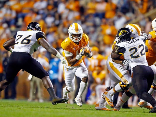 Tennessee running back John Kelly (4) runs for yardage