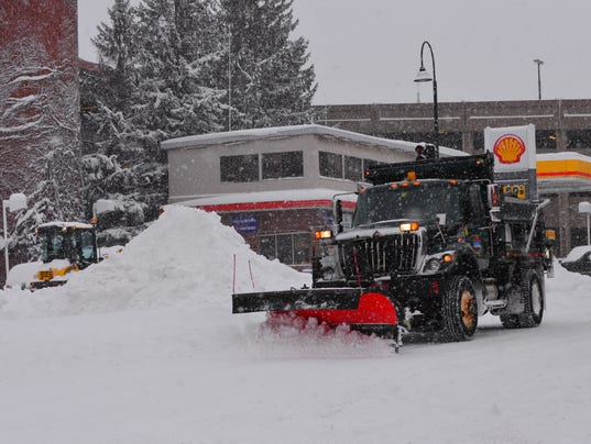 636251656820451035-2017-0315-Burlington-Blizzard-Snowplow-1.jpg