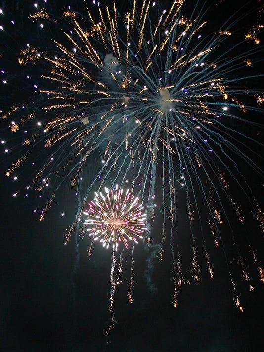MORBrd_07-03-2013_Daily_1_A008--2013-07-02-IMG_fireworks2.jpg_1_1_S64I32J1_L