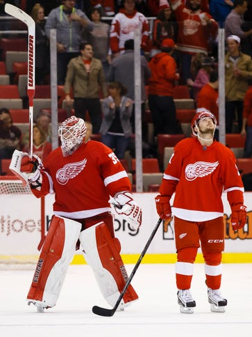 Detroit Red Wings goalie Jimmy Howard (35) and left