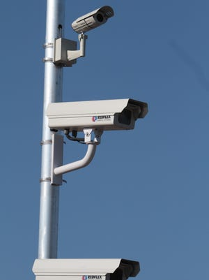 A consultant told city officials Thursday that intersections with red light cameras are seeing fewer crashes.