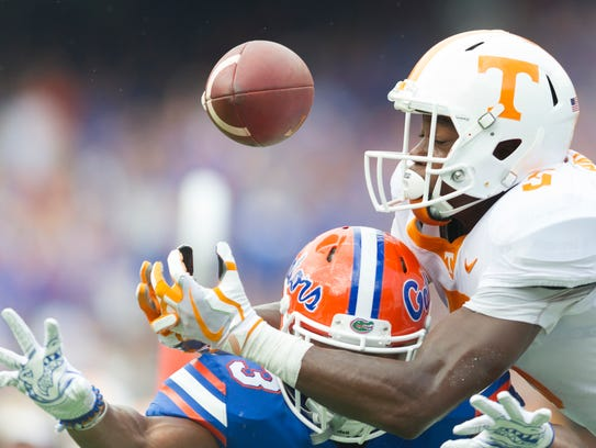 Tennessee wide receiver Brandon Johnson (7) and Florida