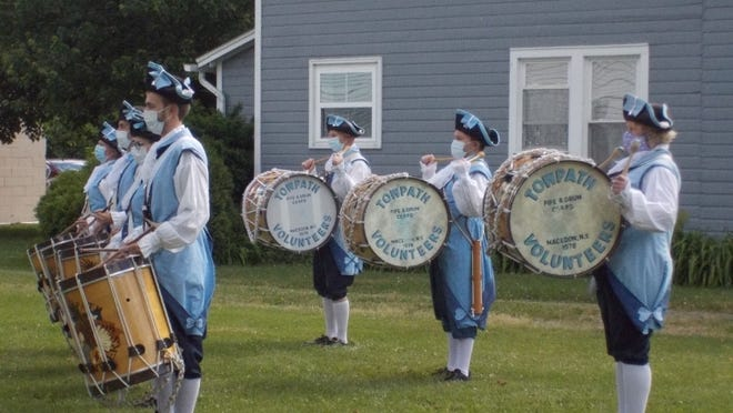 """The Towpath Volunteer Fife & Drum Corp. plays the """"Battle Hymn of the Republic."""""""