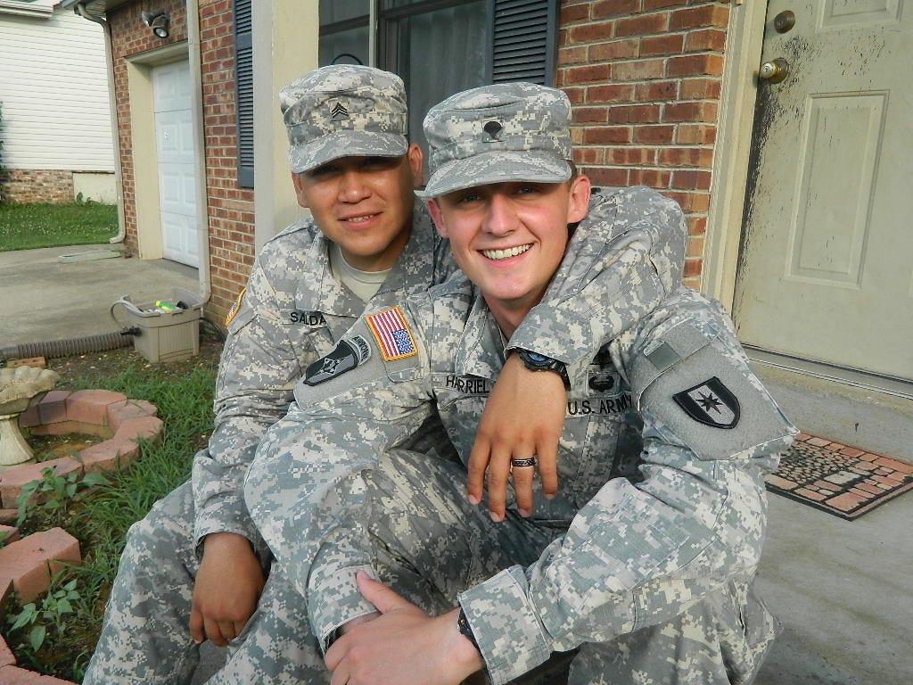 Гей видео солдаты армия