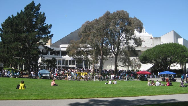 The quad at San Francisco State University during the first week of the Fall 2010 semester.