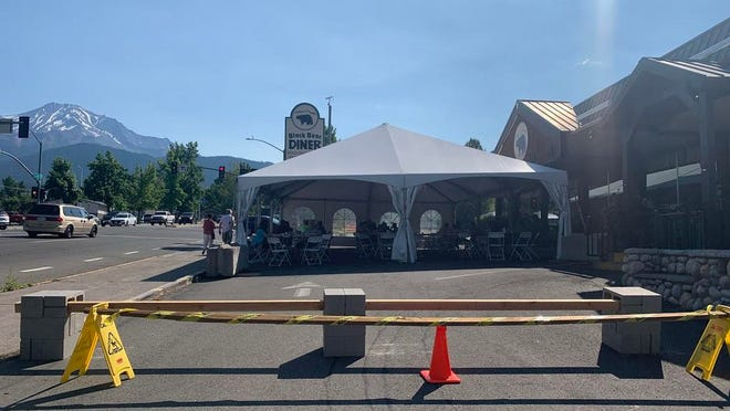 Black Bear Diner in Mount Shasta has erected large tents to allow for comfortable al fresco seating in their parking lot.