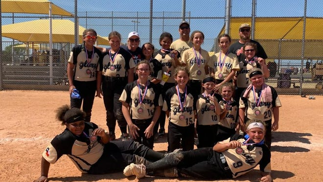Amanda Sheffield's 10U Glory placed second this past weekend out of 12 teams in the Ponytail Express Tournament. They knocked off some elite teams, battling to make it to the championship. They went 7-2 on the weekend. Team MVP's were Ava Pena and Corinne Sheffield. Bottom Row left to right: Brenda Allen and Corinne Sheffield;  Middle Row: Kynley Martin, Racy Pruett, Maddyson Walker, Jamie Lyon and Brooke Roberts; Top Row: Aleeya McCombs, Jordan Johns, Head Coach Amanda Sheffield, Gracie Lewis, Amarrea Thomas, Assistant Coach David Sheffield, Ava Pena, Lexi Pena Assistant Coach Bob Atchley and Adysn Atchley