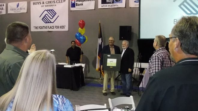 Dale Bonner accepts the Eddie Young Service to Youth award from Young in 2016 during the Sherman Boys and Girls Club's 50th anniversary celebration.