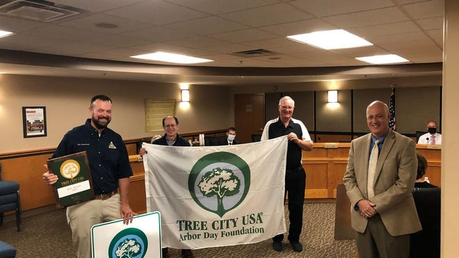 Pictured are Fleischhauer, Jernigan, Kwantes and Mayor Magdits with the Tree City USA recognition at Monday's City Council meeting.