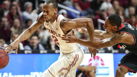 Temple's Will Cummings races from Cincinnati's Farad Cobb during the first half Tuesday in Philadelphia.