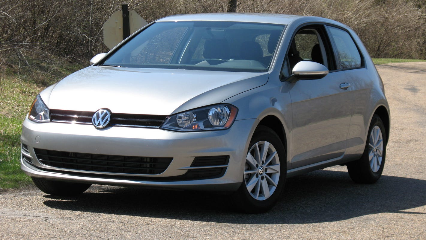 2017 volkswagen golf refreshes iconic hatchback. Black Bedroom Furniture Sets. Home Design Ideas