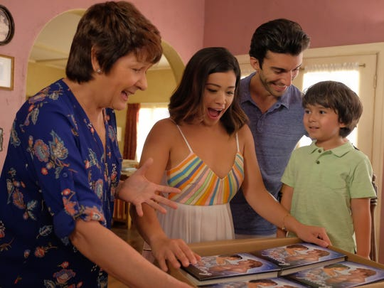 Ivonne Coll as Alba, Gina Rodriguez as Jane, Justin Baldoni as Rafael and Elias Jannsen as Mateo on 'Jane the Virgin.'