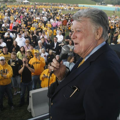 Former Iowa coach Hayden Fry addresses the crowd before