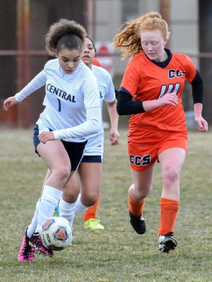 Battle Creek's Kandis Orns (1) drives the field during game action Tuesday night.